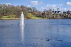 Lago con il getto di acqua Fotografia Stock