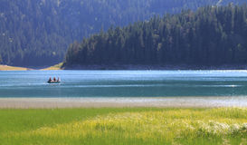 Lago con la piccola barca Immagine Stock