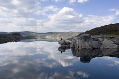 Lago con la riflessione dell'acqua Immagini Stock Libere da Diritti