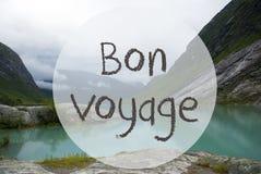 Lago con las montañas, Noruega, Bon Voyage Means Good Trip Fotografía de archivo