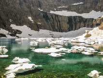 Lago con los icebergs, Parque Nacional Glacier, los E.E.U.U. mountain Imagen de archivo
