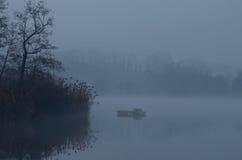 Lago con nebbia Fotografia Stock Libera da Diritti