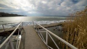 Lago congelado Balaton, inverno, Hungria imagem de stock