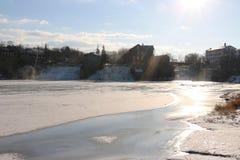 Lago congelado no distrito da água de vermont fotos de stock