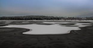 Lago congelado no inverno imagens de stock royalty free