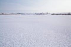 Lago congelato con neve Immagini Stock Libere da Diritti