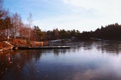 Lago congelato di novembre immagine stock libera da diritti