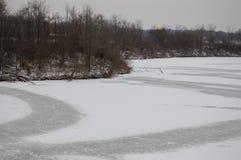 Lago congelato ed ancora fotografia stock