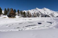Lago congelato in montagna sulle alpi italiane, Gressoney, Italia Fotografie Stock