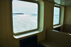 Lago congelato osservato da una barca a Kingston, Canada fotografia stock libera da diritti