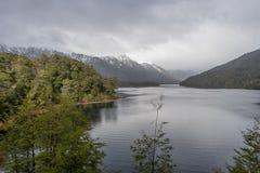 Lago Correntoso i det Neuquen landskapet, Argentina Royaltyfria Bilder