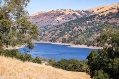 Lago coyote, lago coyote - Harvey Bear Park, área de la Bahía de San Francisco del sur, Gilroy, California foto de archivo libre de regalías