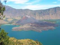 Lago crater da montagem Rinjani, Lombok, Indonésia foto de stock