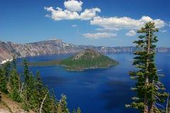 Lago crater en la primavera Imagen de archivo libre de regalías