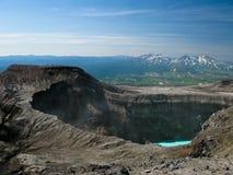 Lago crater no vulcão de Gorely, península de Kamchatka, Rússia fotografia de stock royalty free
