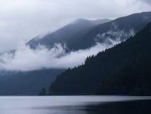 Lago Crescent Fog Imagenes de archivo