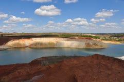 Lago cretáceo com água azul Imagens de Stock