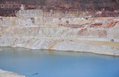 Lago cretáceo com água azul imagem de stock