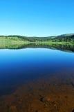 Lago cristalino Dumont con la superficie vidriosa Imagen de archivo