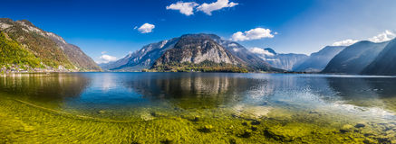 Lago cristallino in alpi, Hallstatt della montagna Fotografia Stock Libera da Diritti
