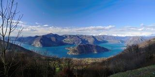 Lago d'Iseo und Montisola von S. Maria Del Giogo Stockfotos