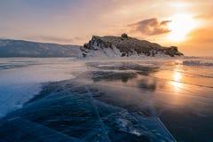 Lago da água de Baikal do gelo com o céu da elevação do sol fotografia de stock