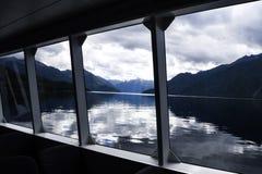 Lago Milford Sound da baía da janela foto de stock