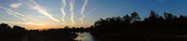 Lago da floresta do por do sol Imagens de Stock
