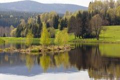 Lago da montanha da mola Imagem de Stock Royalty Free