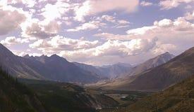Lago da montanha de Altai da montanha Imagens de Stock Royalty Free
