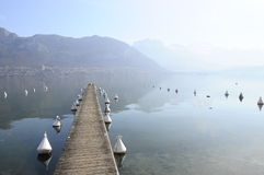 Lago da montanha de Annecy e de Forclaz, em france Fotos de Stock Royalty Free
