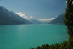 Lago da montanha de turquesa Fotos de Stock Royalty Free