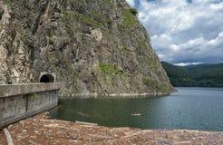 Lago da represa de Vidraru Imagens de Stock Royalty Free