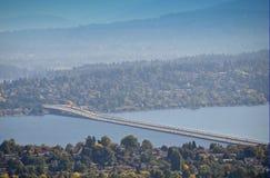 Lago da uno stato all'altro Washington bridge di galleggiamento 90 Fotografia Stock Libera da Diritti