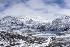 Lago das irmãs da montanha de Haizi em Tibet fotos de stock royalty free