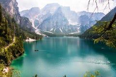 Lago de Braies imagenes de archivo
