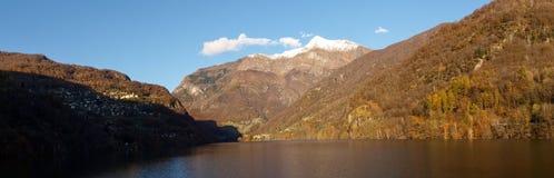Lago de contra Fotografia de Stock
