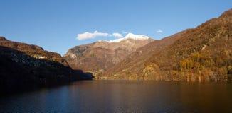 Lago de contra Fotografia de Stock Royalty Free