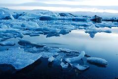 Lago de Jokulsarlon, al sur de Islandia foto de archivo libre de regalías