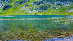 Lago de la alta montaña Fotografía de archivo