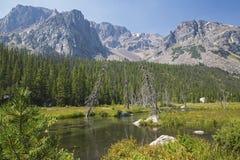 Lago de la alta montaña Imagenes de archivo