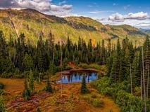 Lago de la alta montaña imágenes de archivo libres de regalías