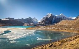 Lago de la montaña de la mucha altitud en Sikkim del norte, la India Fotografía de archivo libre de regalías
