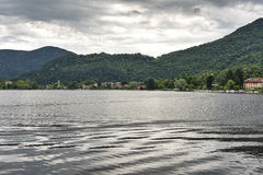 Lago de Lugano en Ponte Tresa Fotos de archivo libres de regalías