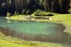 Lago de Montriond en Francia foto de archivo libre de regalías