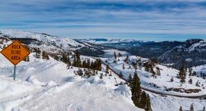 Lago de negligência Donnor em Califórnia do sumit de Donnor durante o inverno fotos de stock