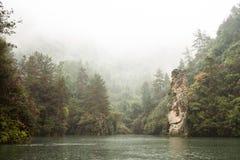 Lago de piedra de hadas Baofeng en Zhangjiajie Imágenes de archivo libres de regalías