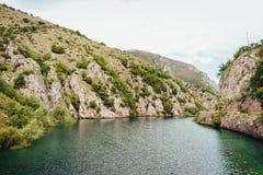 Lago de San Domenico, Abruzzo, Itália foto de stock