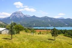Lago de Serre-Poncon (montañas francesas) Imagen de archivo