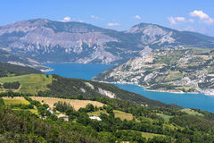Lago de Serre-Poncon (montañas francesas) Foto de archivo